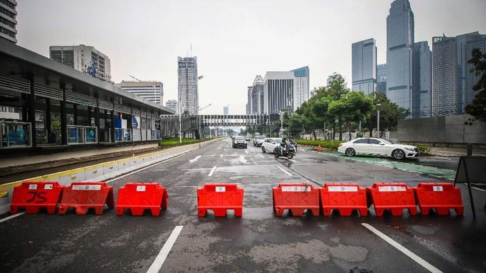 Pemberlakuan PPKM Darurat diperpanjang. Meski begitu, Jokowi akan melonggarkan PPKM Darurat pada 26 Juli 2021 mendatang bila kasus COVID-19 di RI menurun.