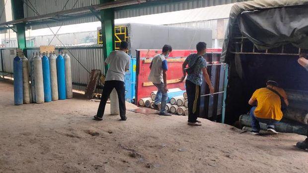 PT Pusri Palembang membantu pasokan oksigen untuk kebutuhan pasien COVID-19 di Lampung. Polisi siap memberi pengawalan pengiriman oksigen. (dok Istimewa)