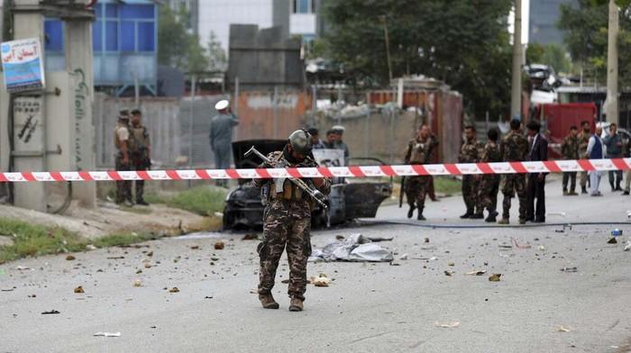 Rentetan serangan roket melanda ibu kota Kabul di Afghanistan saat salat Idul Adha. 3 roket dilaporkan jatuh di dekat Istana Kepresidenan Afghanistan di Kabul.