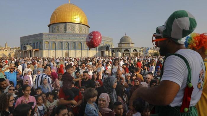 Selain Idul Fitri, momen Hari Raya Idul Adha juga turut dinanti umat Muslim seluruh dunia, termasuk warga di Palestina. Berikut potret semarak Idul Adha di sana
