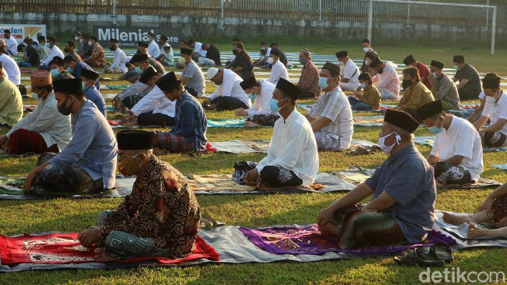 Warga Kudus Salat Idul Adha dengan Prokes ketat