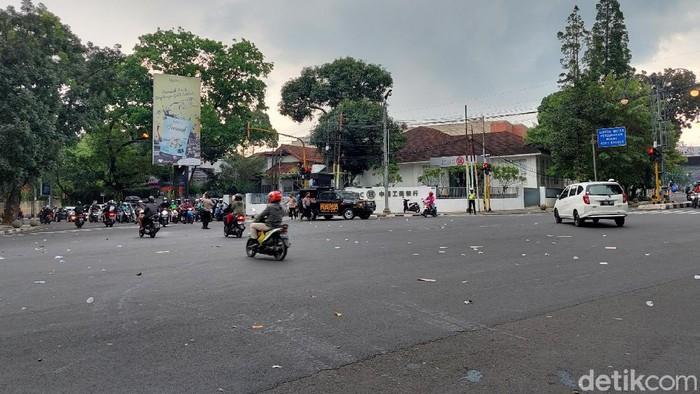 Arus lalin jalan Dago-Sulanjana kembali normal setelah sempat diduduki massa