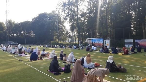 Jumlah jemaah dibatasi sesuai ijin yg diberikan pemerintah kotamadya Utrecht