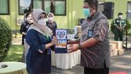 Kimia Farma Sumbang 5.500 Paket Suplemen buat Nakes Surabaya & Malang