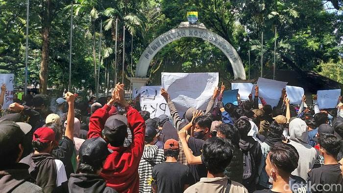 Driver Ojol dan Pedagang Tolak PPKM di Bandung