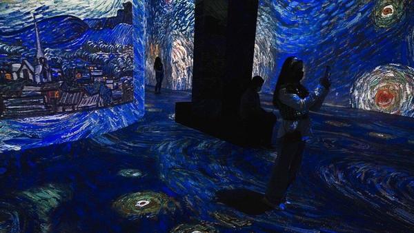 Galeri seni ini menggunakan proyektor digital untuk memutar gambar-gambar bergerak. AP Photo/Jon Gambrell