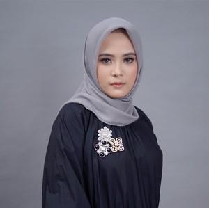 Pandemi Corona, Restu Anggaini Rilis Hijab Pashmina Antimicrobial