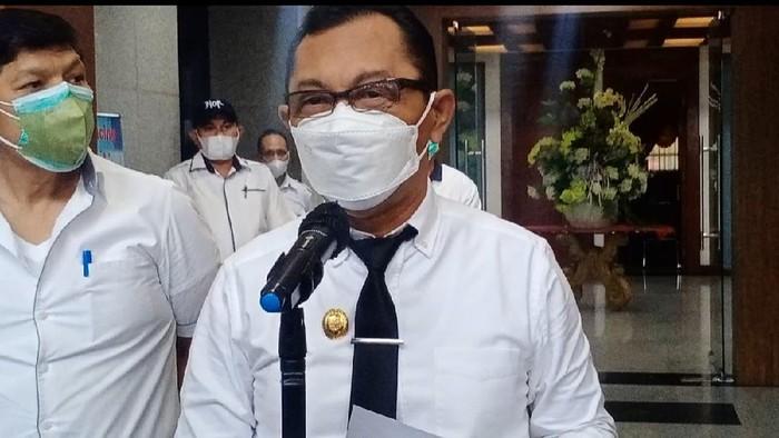 Keterangan pers Wakil Gubernur Maluku, Barnabas Nathaniel Orno terkait penggantian Sekda menjadi Plh. (dok. Istimewa)