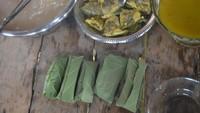 Foto Kuliner Unik dari Papua: Papeda Bungkus
