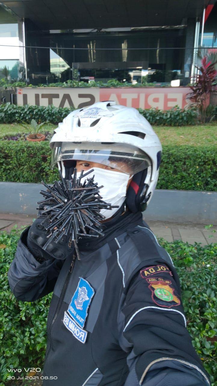 Ranjau Paku Mengintai Pengendara Jakarta Saat PPKM Darurat