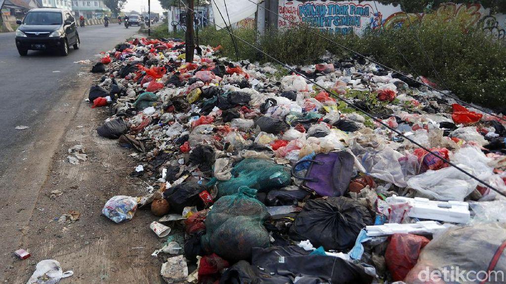 Jorok, Sampah Berserakan di Cileungsi