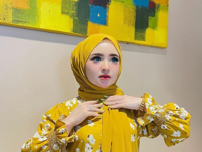 Selebgram Herlin Kenza dihujat karena bikin kerumunan di Aceh