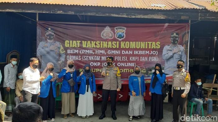 Polisi Jombang terus berupaya mempercepat vaksinasi COVID-19. Hari ini, vaksinasi menyasar kalangan mahasiswa, ormas dan ojol.
