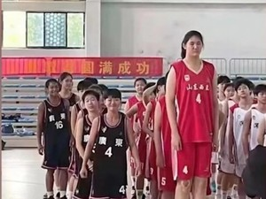 Sosok Zhang Ziyu, Gadis 14 Tahun Viral yang Tingginya Lebih dari 2 Meter
