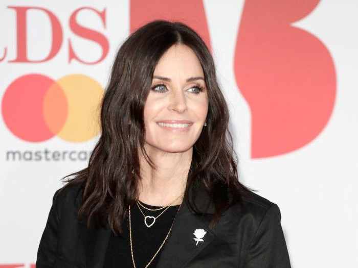 LONDON, ENGLAND - FEBRUARY 21:  *** EDITORIAL USE ONLY IN RELATION TO THE BRIT AWARDS 2018***  Courteney Cox attends The BRIT Awards 2018 held at The O2 Arena on February 21, 2018 in London, England.  (Photo by John Phillips/Getty Images)
