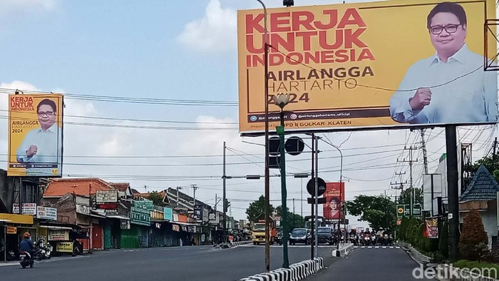 Baliho tokoh Parpol bertebaran di jalan-jalan utama di Kabupaten Klaten, selama PPKM Darurat ini. Mereka mulai menyosialisasikan diri jelang Pilpres 2024.