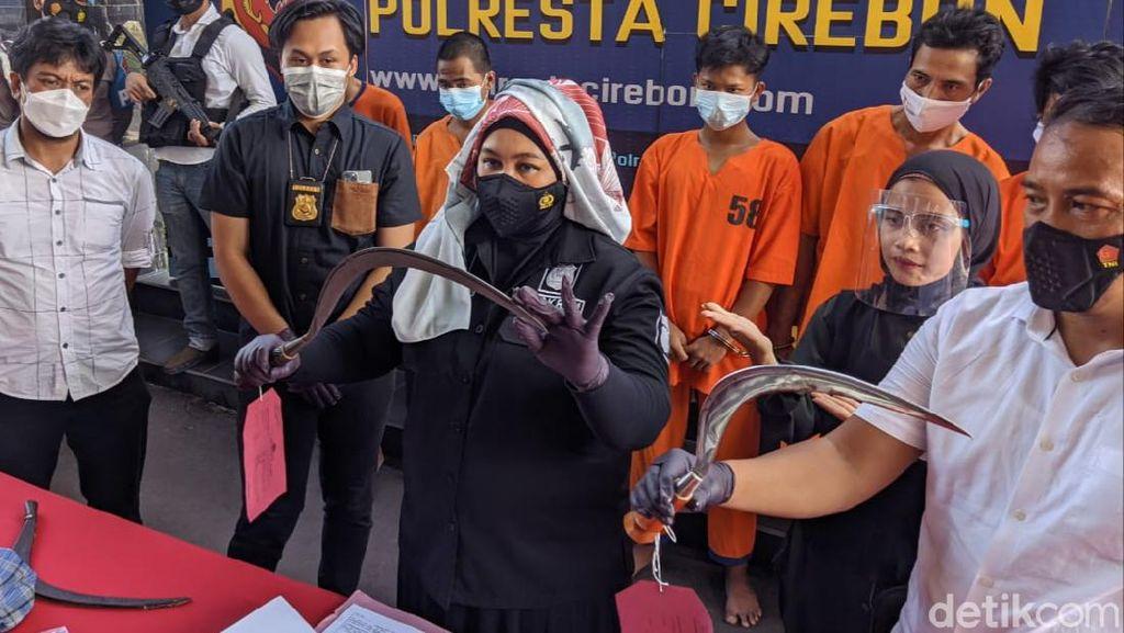 Ngeri! Jari Pemuda Cirebon Putus Ditebas Celurit Geng Motor
