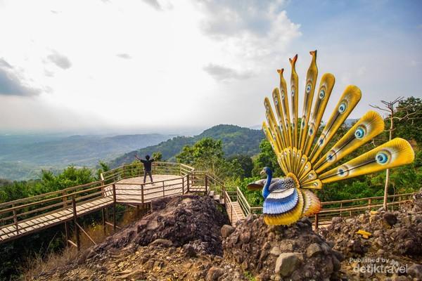 Pemandangan yang disajikan dari wisata watu goyang