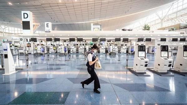 Bandara Internasional Haneda Tokyo berhasil mendapatkan predikat bintang 5 soal protokol kesehatan. Getty Images/Yuichi Yamazaki