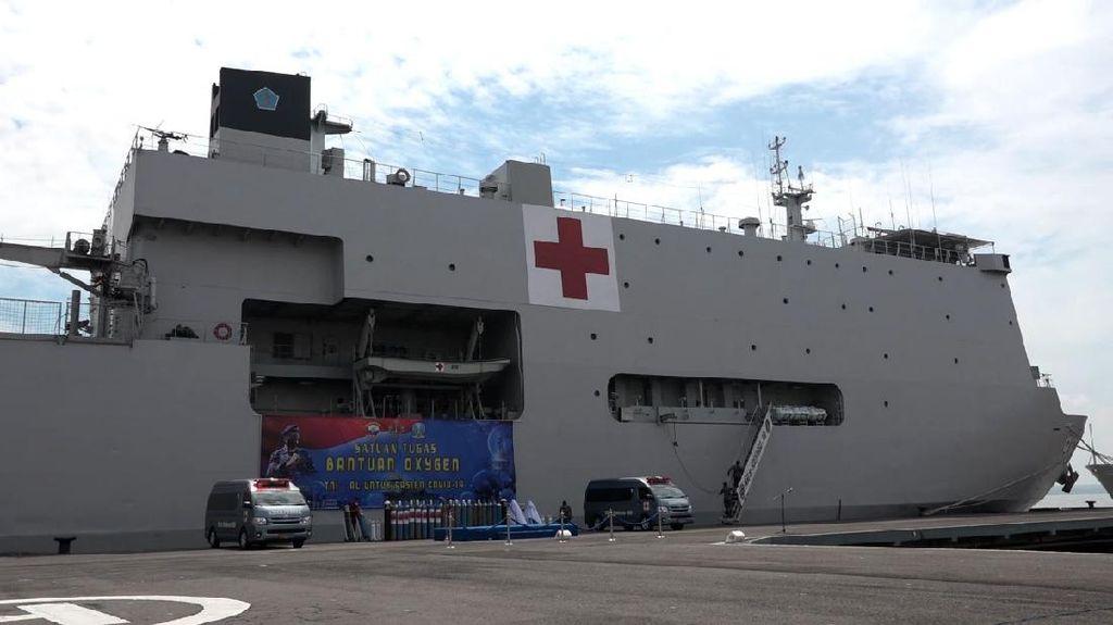 KRI dr Soeharso-990 TNI AL Jadi Depo Pengisian Oksigen Darurat di Jatim