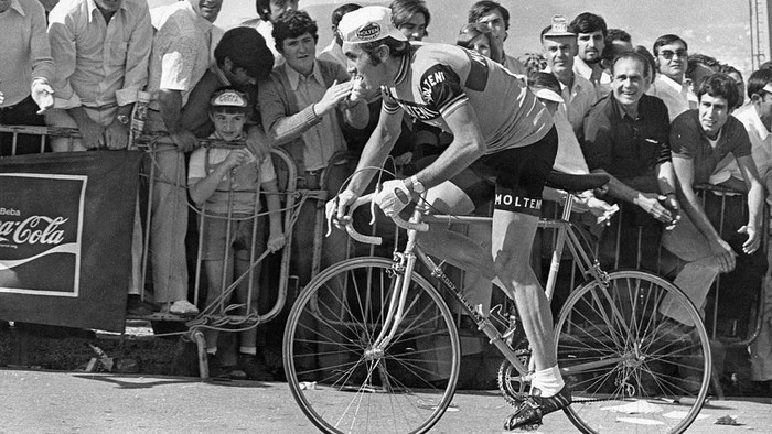 Belgian racing cyclist Eddy Merckx on his way to victory in the Escalada a Montjuic road race, Barcelona, Spain, 27th September 1972. (Photo by Keystone/Hulton Archive/Getty Images)