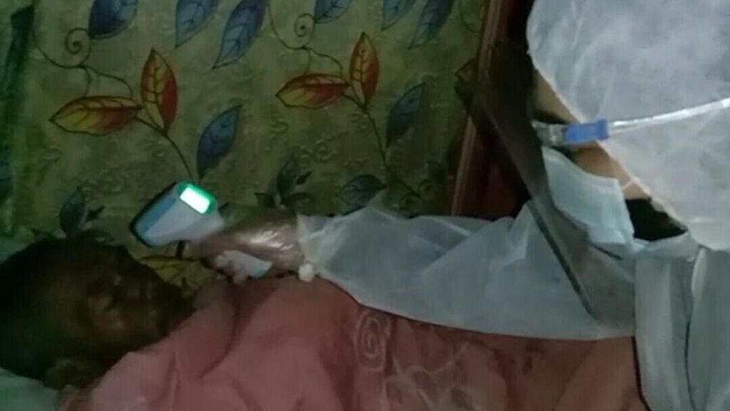 Cerita Mahasiswi Bandung Berjibaku Rawat Warga Terpapar Corona