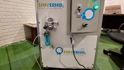 Kelangkaan oksigen banyak dialami pasien COVID-19. Karenanya, pria asal Cimahi, Jawa Barat, membuat oxygen maker untuk membantu mengatasi kelangkaan oksigen.