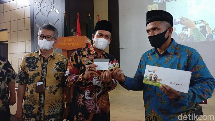 Peluncuran kartu tani Si Bedas di Kabupaten Bandung
