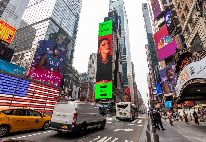 Raisa di Times Square, New York, Amerika Serikat.