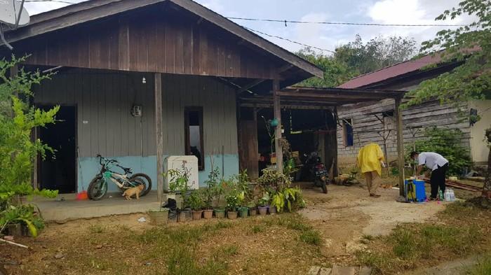 Rumah tempat Vino menjalani isolasi mandiri usai ayah dan ibu meninggal akibat COVID-19. (dok. Istimewa)