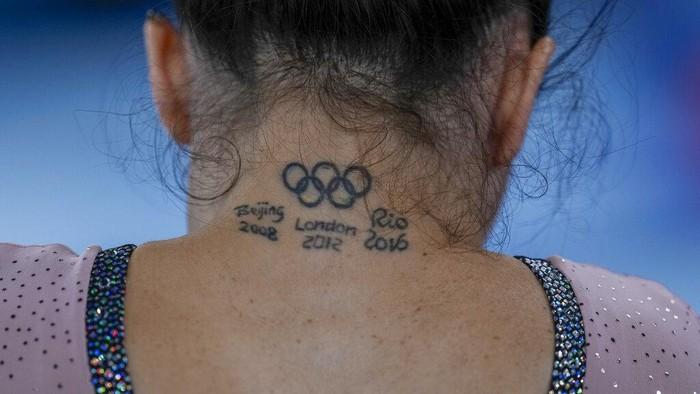 Olimpiade memiliki logo lima buah cincin yang berarti 5 benua yang ada di bumi. Sejumlah atlet terlihat menampilkan logo olimpiade di tubuh mereka, penasaran?