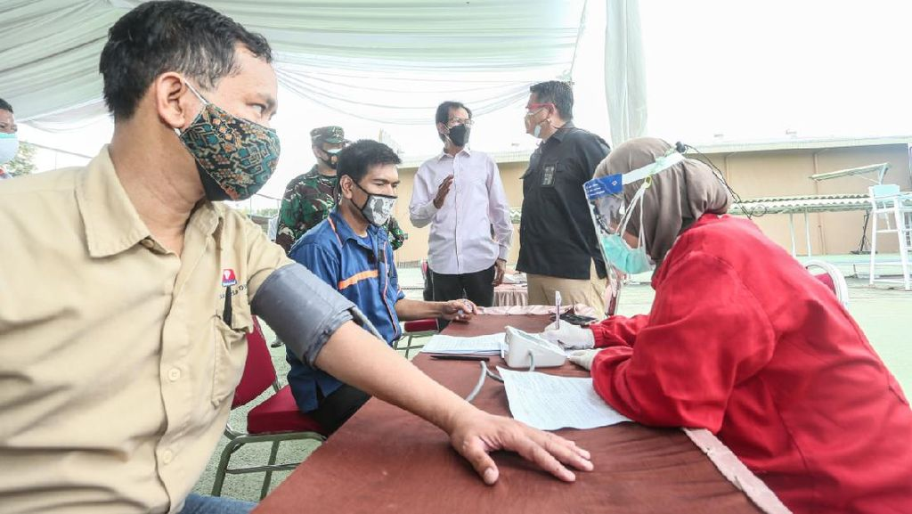 2.700 Warga Surabaya Vaksinasi di SIER, Usai Vaksin Bawa Pulang Es Krim