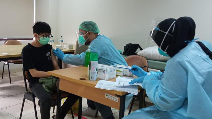 Vaksinasi di UIN Jakarta