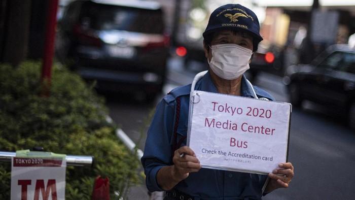 Para peserta Olimpiade Tokyo 2020 menggunakan bus khusus selama kegiatan olahraga tersebut berlangsung. Hal itu dilakukan untuk cegah penyebaran virus Corona.