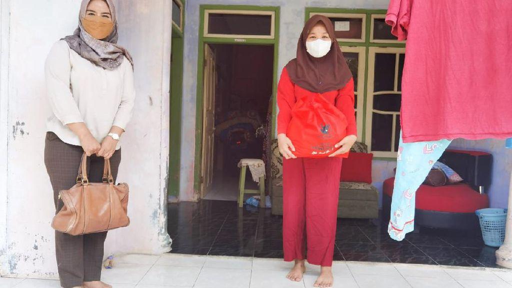 Anggota DPRD Pangandaran Ikut Salurkan Bantuan untuk Warga Isoman