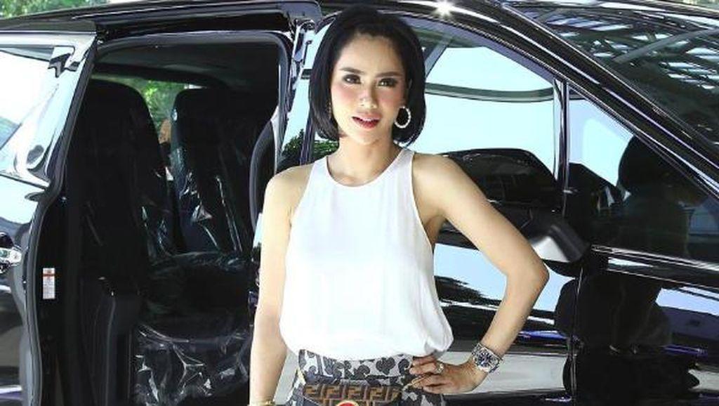 Pesinetron Devi Lanni Bangga Didenda Rp 250 Ribu Tak Bermasker di Mobil