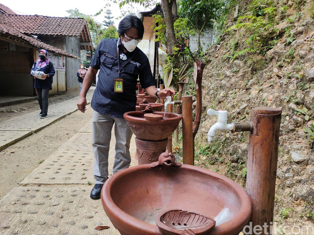Dinas Pariwisata Kulon Progo saat melakukan pengecekan CHSE di tempat wisata