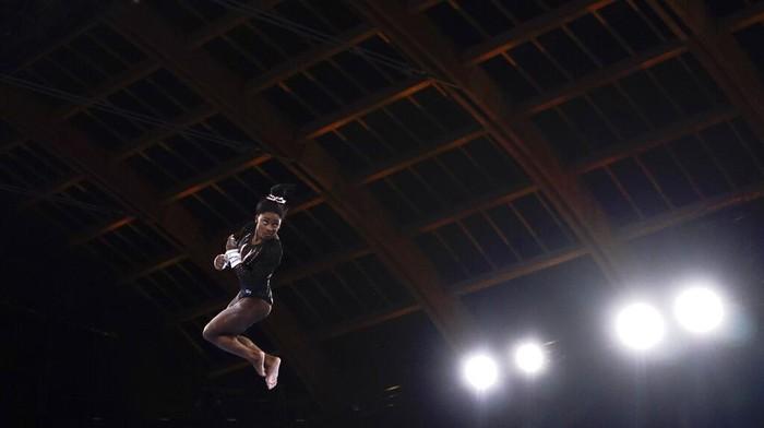 Pembukaan Olimpiade Tokyo 2020 akan dilakukan Jumat (23/7) malam ini. Yuk lihat latihan atlet senam artistik sebelum ajang olahraga internasional empat tahunan itu dimulai.