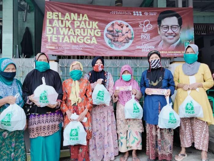 Memperingati hari lahir ke-23, seluruh anggota Fraksi Partai Kebangkitan Bangsa (PKB) se-Jawa Tengah melakukan aksi borong lauk pauk di warung makan hari ini.