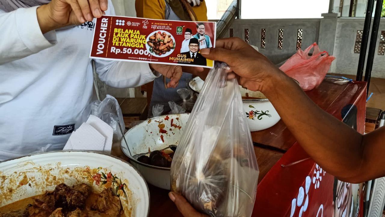 Memperingati hari lahir ke-23, seluruh anggota Fraksi Partai Kebangkitan Bangsa (PKB) se-Jawa Tengah melakukan aksi 'borong' lauk pauk di warung makan hari ini.