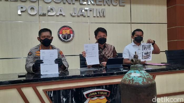 Polisi telah menguji isi tabung yang diduga oksigen palsu, yang sempat menghebohkan warga Tulungagung. Hasilnya, tabung tersebut berisi oksigen asli, namun kadarnya hanya 22,68 persen.