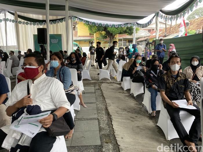 Suasana vaksinasi COVID-19 di markas PKB, Jakarta. (Annisa RF/detikcom)