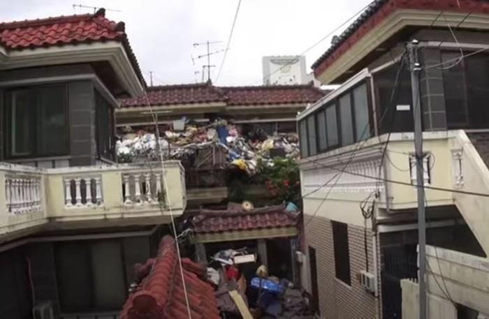 Rumah Choi yang dipenuhi sampah
