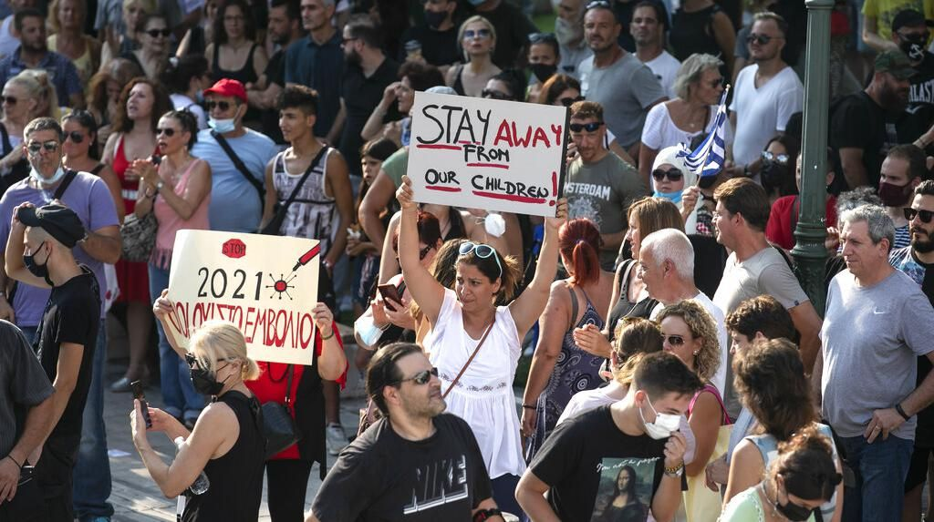 Gelombang Ribuan Massa Yunani Tolak Vaksinasi COVID-19