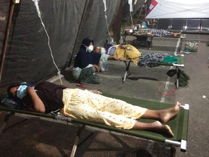 Wakil Bupati Pesisir Selatan, Rudi Hariyansyah membenarkan pasien RSUD M Zein Painan terpaksa dirawat di tenda karena ruang rawat rumah sakit penuh (dok Istimewa)