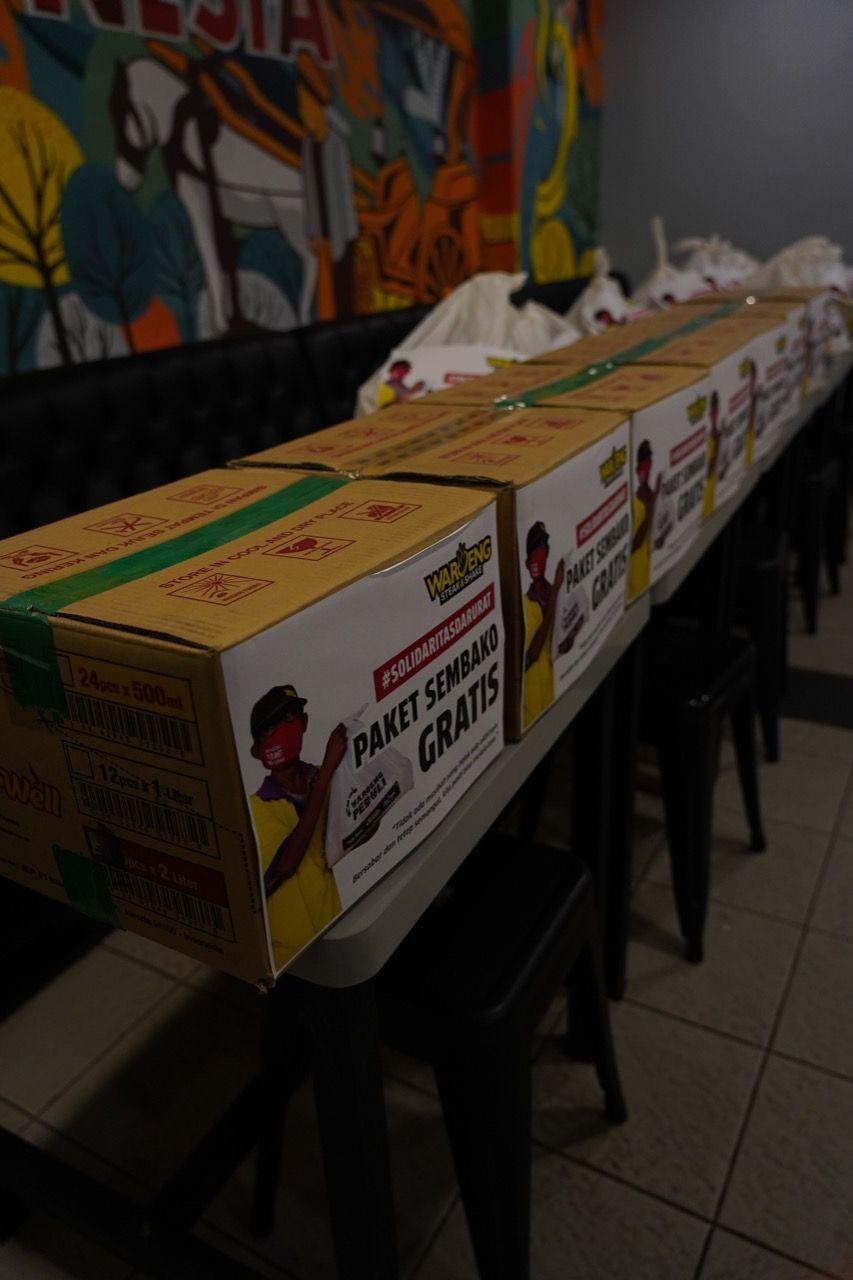 Waroeng Steak & Shake Bagikan 1.000 Paket Sembako Saat PPKM Darurat