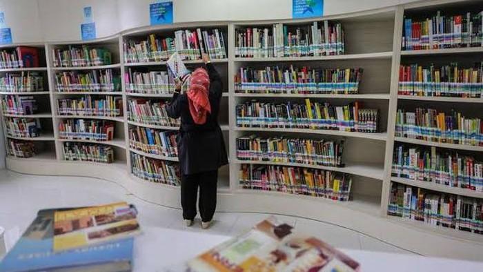 Kabar gembira bagi anda yang tak punya waktu banyak untuk membaca buku, tapi masih tetap ingin menambah ilmu. Begini caranya.