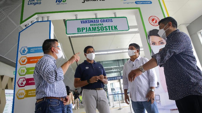 PJS Ketenagakerjaan menggelar vaksinasi COVID-19 di Stasiun MRT Blok A, Jakarta, Sabtu (24/7). Vaksinasi ini unuk mendukung pemerintah dalam percepatan pembentukkan herd immunity.