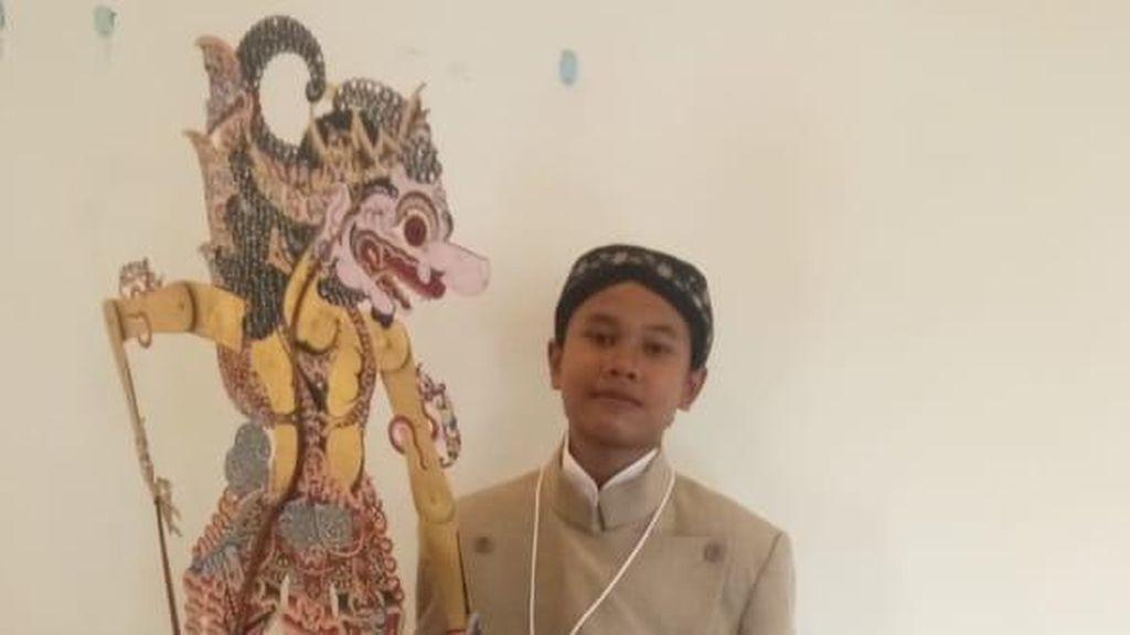 Kisah Anak Tukang Rongsok yang Dulu Dibully Kini Berhasil Jadi Dalang Cilik