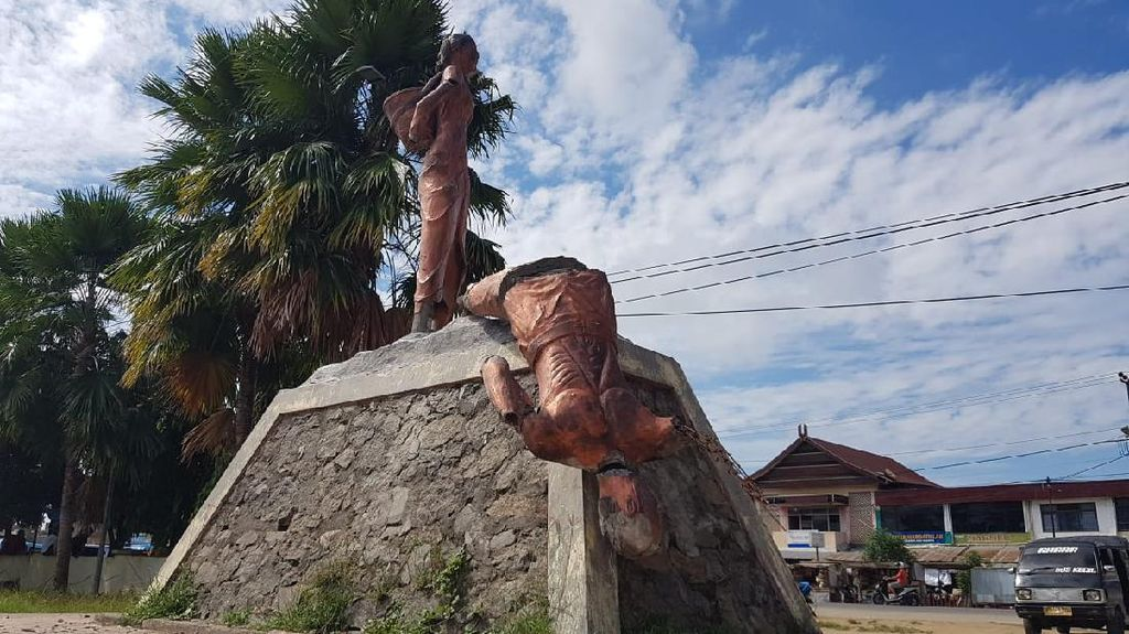 Ikon Patung Kecamatan di Polman Dirusak Pria Diduga ODGJ